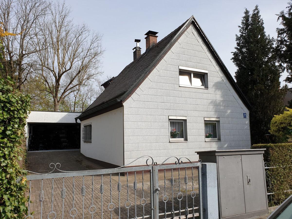 Altes Haus und Garage